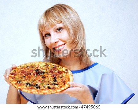 A girl holding a dish with pizza.