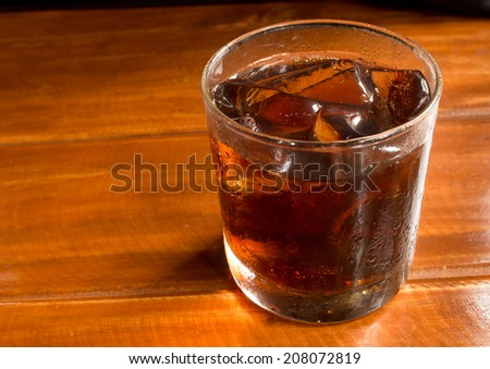 A glass of ice cola