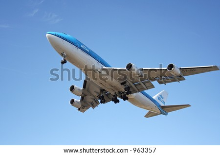 A KLM 747 coming in for a landing.