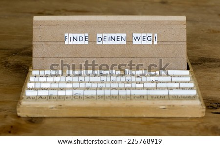 "a letterbox with the german text: ""Finde Deinen Weg!"" (find your path)"