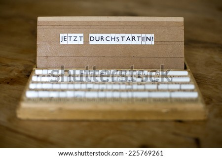 "a letterbox with the german text: "" Jetzt Durchstarten!"" (ready and go)"