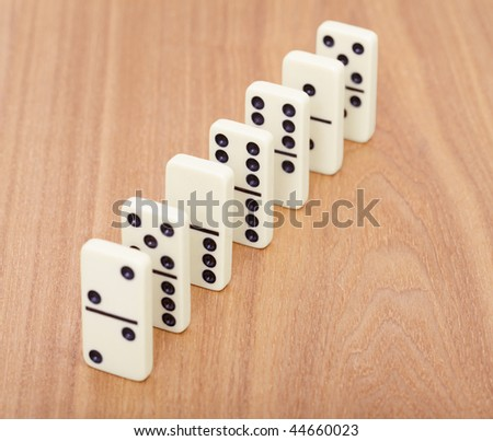 A line from dominoes on a wooden surface