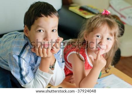 Порно фото брат трахнул младшую сестру