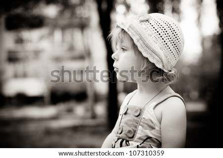 a little girl in a hat