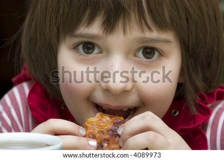A little girl 6 yars old smiles and eats pizza
