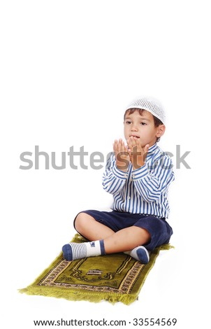 A little muslim kid is praying on traditional way