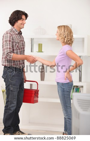 A maintenance man shaking hand with the homeowner.