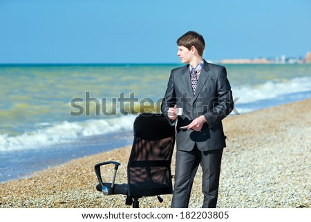 A man working on a computer outdoors. Freelancer working