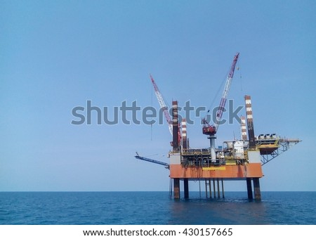 A Mobile offshore production unit or MOPU, platform in offshore for produced oil and gas in petroleum industry.
