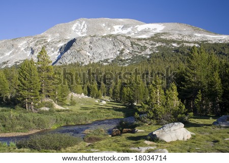 A mountain and river in Yosemite National Park