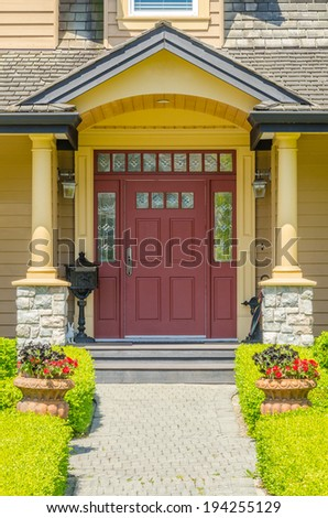 A nice entrance of a luxury house