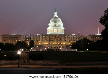 A night shot of the US Capital building in Washington DC