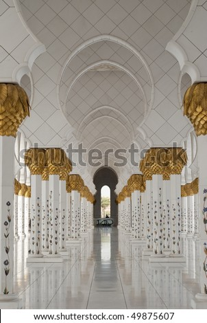 A one point perspective of a series of arches at the periphery of a courtyard of a mosque