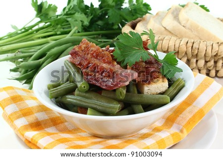 a plate of green beans and fried bacon