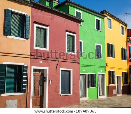 A row of brightly colored homes in Burano, Italy