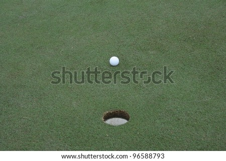 A short putt on a golf green