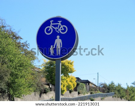 a sign showing pedestrians and cycles / pedestrians & cycles sign
