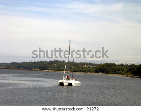 A small boat sails on through the ocean.