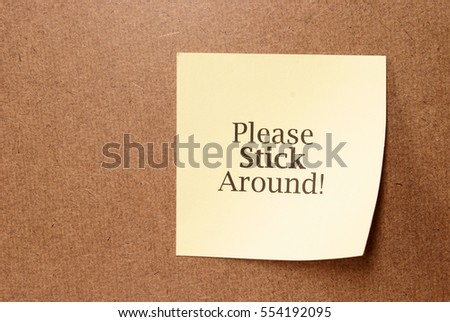 A stickie note with a clever note saying to please stick around.