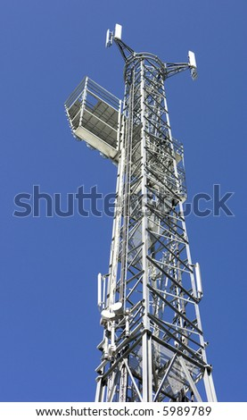 A tall aerial tower against a clear blue sky
