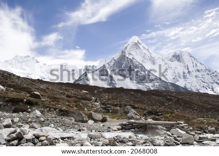 A view of Ama Dablam from the trail between Dingboche and Chhukhung