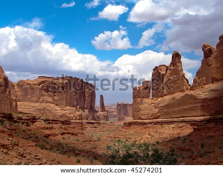 A view of Park Avenue hiking trail in Arches National Park