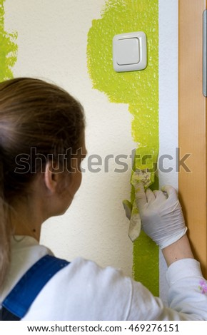 a wall is painted with green color / painters / wall color