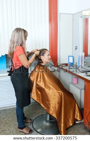 A woman is visiting a beauty salon