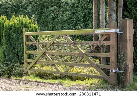 A wooden gate entrance of a cottage in rural England on a sunny day - stock photo
