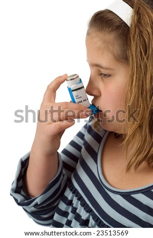 A young child using her bronchodilator to treat her asthma
