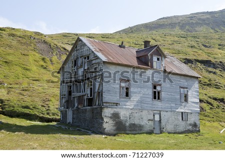 Abandon wood house in Dj�ºpuv�­k - stock photo