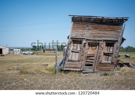 Abandoned old house decaying in the prairie of Montana, USA