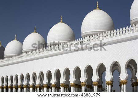 Abu-Dhabi Grand Moss white walls and cupolas