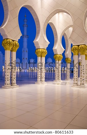 Abu Dhabi Sheikh Zayed Grand Mosque, walkway at sunrise