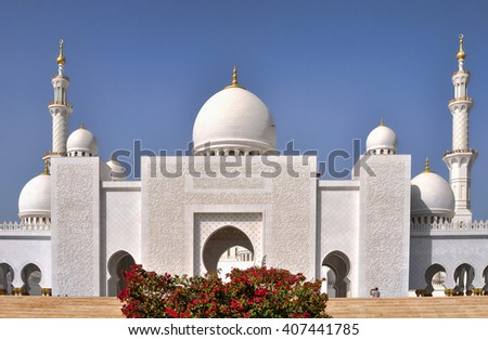ABU DHABI,UAE - MARCH 14,2012 : Architecture and the interior of the Sheikh Zayed Grand mosque in Abu Dhabi. United Arab Emirates