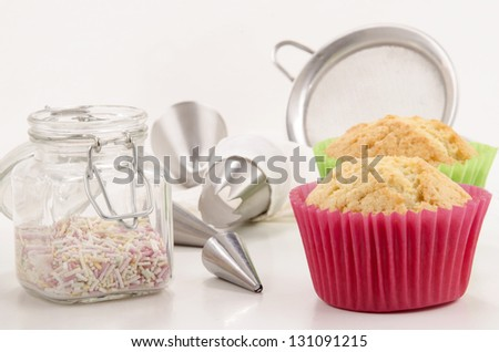 accessories to decorate vanilla cupcakes in green and red cupcake cases