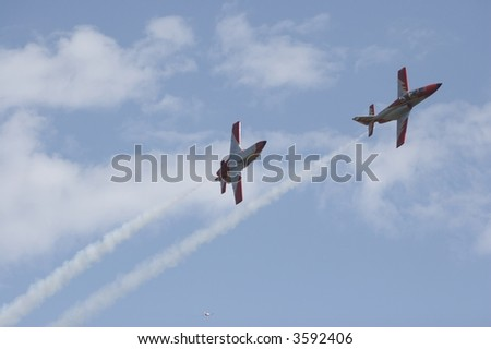 acrobatic airplanes