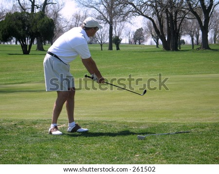Action images on the golf course Chipping