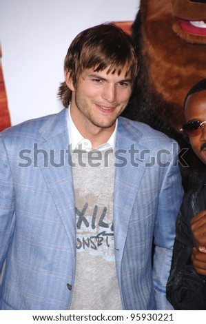 "Actor ASHTON KUTCHER at the Los Angeles premiere of his new movie ""Open Season"" at the Greek Theatre, Hollywood. September 25, 2006  Los Angeles, CA Picture: Paul Smith / Featureflash - stock photo"