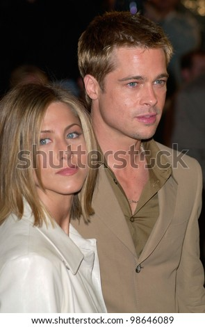 Actor BRAD PITT & actress wife JENNIFER ANISTON at the Los Angeles premiere of his new movie The Mexican. 23FEB2001.    Paul Smith/Featureflash - stock photo