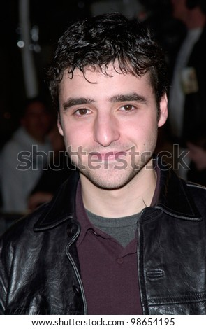 Actor DAVID KRUMHOLTZ at the Los Angeles premiere of his new movie The Mexican. 23FEB2001.    Paul Smith/Featureflash