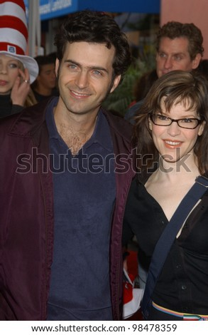 Actor DWEEZIL ZAPPA & wife actress LISA LOEB at the world premiere, in Hollywood, of Dr. Suess' The Cat in the Hat. November 8, 2003  Paul Smith / Featureflash