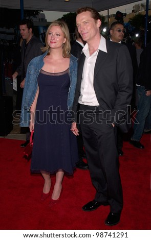 Actor IAIN GLEN & actress wife SUSANNAH HARKER at the world premiere, in Los Angeles, of his new movie Lara Croft: Tomb Raider. 11JUN2001.    Paul Smith/Featureflash