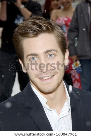 Actor Jake Gyllenhaal arrives at the premiere of THE DAY AFTER TOMORROW at the American Museum of Natural History, New York, NY, May 24, 2004