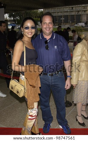 Actor JON LOVITZ with JULIE DICKINS at the world premiere of Rat Race, in Los Angeles. 30JUL2001.  Paul Smith/Featureflash