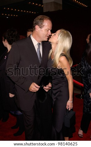 Actor KELSEY GRAMMER & wife CAMILE at the 53rd Annual Primetime Emmy Awards in Century City, California. 04NOV2001.  Paul Smith/Featureflash
