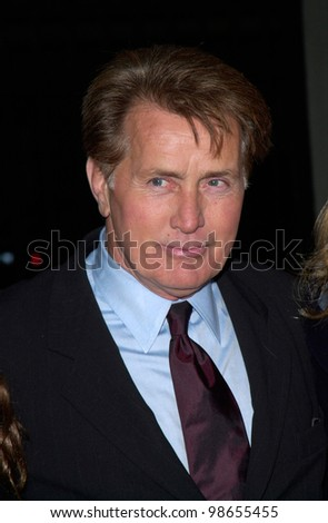 Actor MARTIN SHEEN at the 3rd Annual TV Guide Awards in Los Angeles. 2001.    Paul Smith/Featureflash