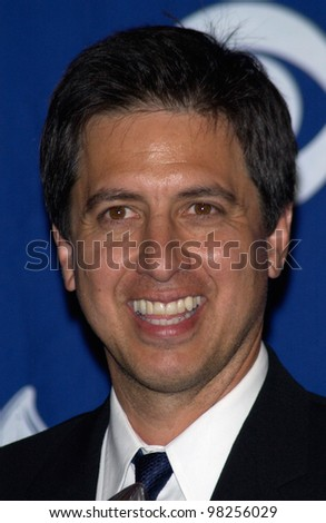 Actor RAY ROMANO at the 29th Annual People's Choice Awards in Pasadena. 12JAN2003.   Paul Smith / Featureflash - stock photo