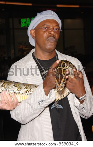 """Actor SAMUEL L JACKSON at the Los Angeles premiere of his new movie """"Snakes on a Plane"""" at the Chinese Theatre, Hollywood. August 17, 2006  Los Angeles, CA  2006 Paul Smith / Featureflash - stock photo"""