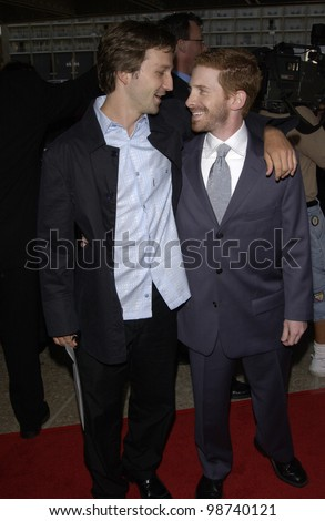 Actors BRECKIN MEYER (left) & SETH GREEN at the world premiere of Rat Race, in Los Angeles. 30JUL2001.  Paul Smith/Featureflash